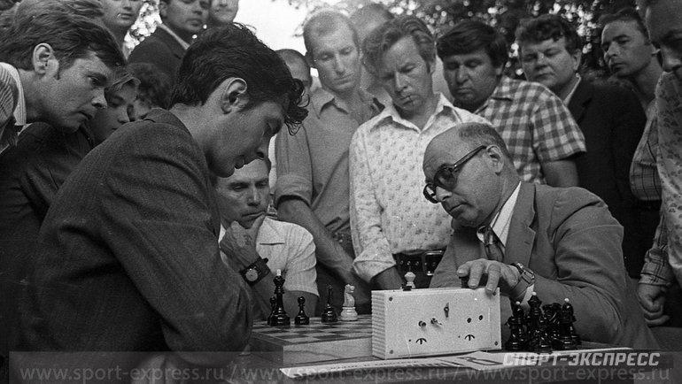 "Август 1979 года. Сокольники. Гроссмейстер Давид Бронштейн (справа). Фото Александр Федоров, ""СЭ"""