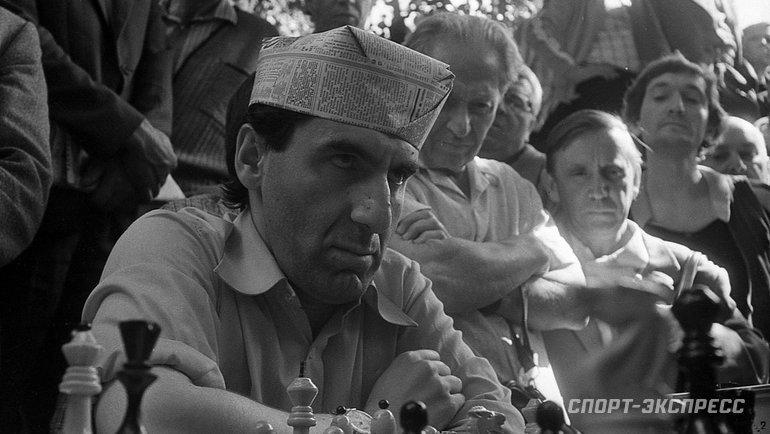 """Август 1983 года. Сокольники. Или ход конем поголове. Фото Александр Федоров, """"СЭ"""""""