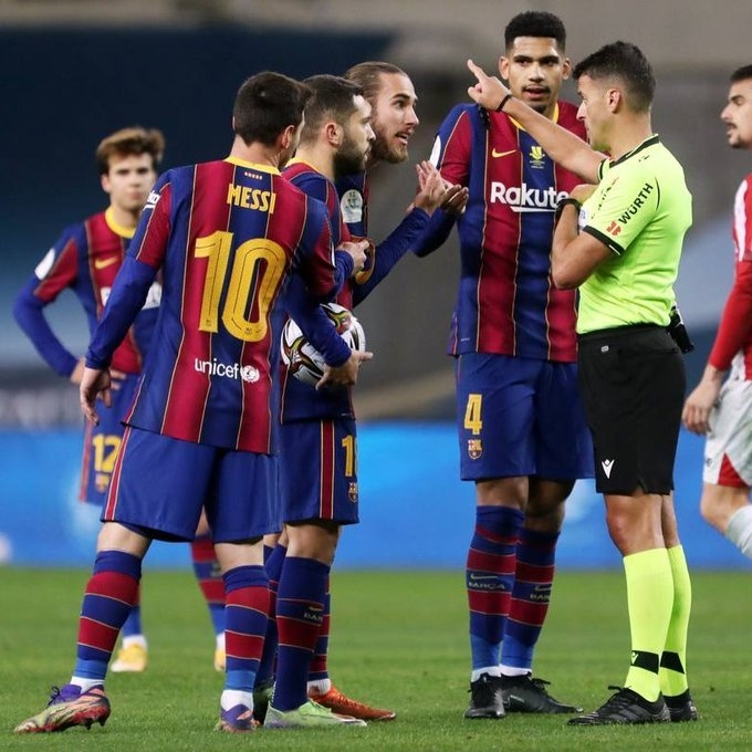 Лионель Месси после удаления. Фото ФК «Барселона».