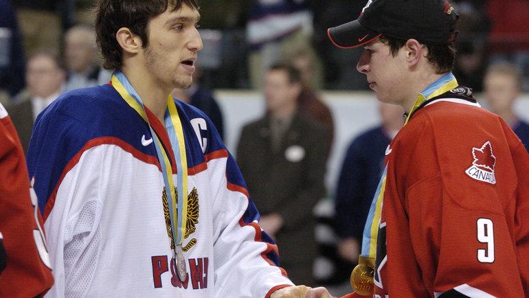 4января 2005 года. Александр Овечкин (слева) иСидни Кросби после финала МЧМ-2005, вкотором Канада победила Россию сосчетом 6:1. Фото Reuters