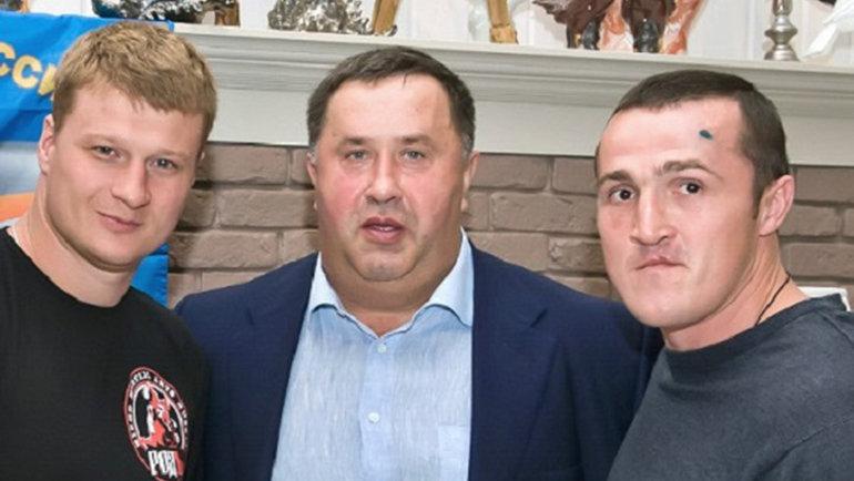 Боксеры Александр Поветкин (слева), Денис Лебедев (справа) ибизнесмен Сергей Лалакин.