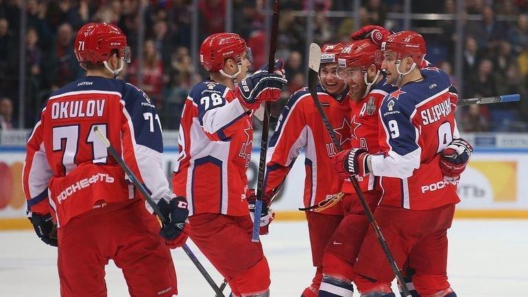 Игроки ЦСКА празднуют заброшенную шайбу. Фото ХКЦСКА.