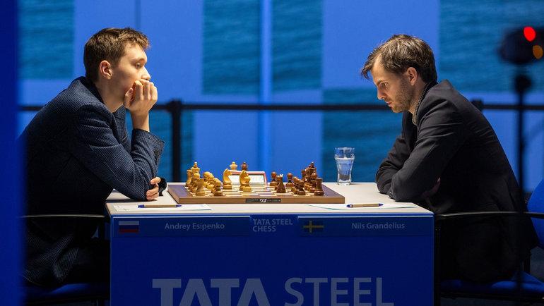 Россиянин Андрей Есипенко насупертурнире Tata Steel Masters (слева). Фото Tata Steel Masters