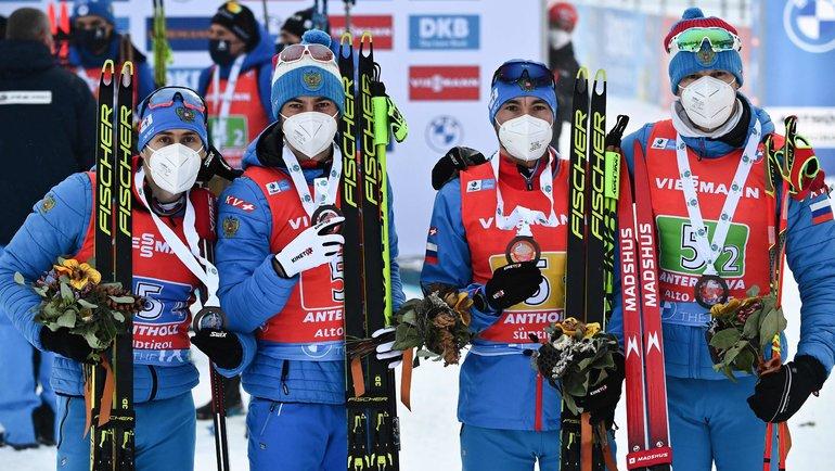 Бронзовые призеры эстафеты— Эдуард Латыпов, Антон Бабиков, Александр Логинов иМатвей Елисеев. Фото AFP