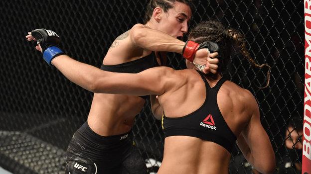 24января. Абу-Даби. UFC 257. Марина Родригес (слева) нокаутировала Аманду Рибас. Фото Reuters