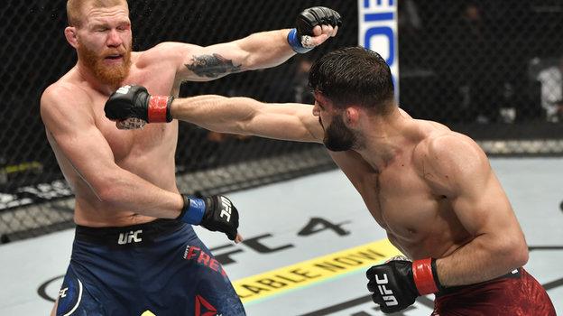 24января. Абу-Даби. UFC 257. Арман Царукян (справа) победил Мэтта Фревола. Фото Reuters