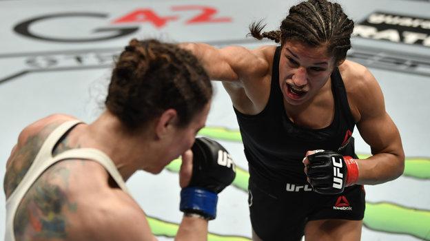 24января. Абу-Даби. UFC 257. Американка Джулианна Пенья выиграла усоотечественницы Сары Макменн. Фото Reuters
