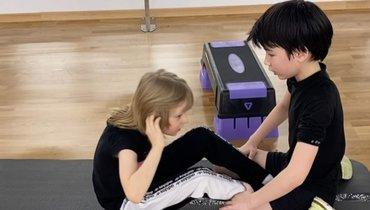 Сын Плющенко иРудковской показал, как делает 200 раз упражнение напресс