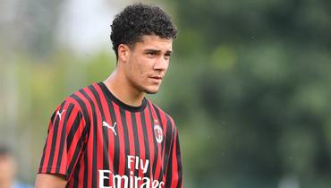 «Милан» отдал варенду «Расингу» молодого нападающего