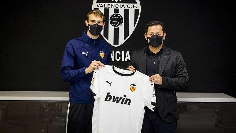 Ферро (слева) перешел в «Валенсию». Фото ФК «Валенсия».