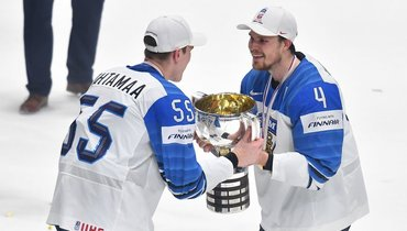 26мая 2019 года. Братислава. Финляндия— Канада— 3:1. Атте Охтамаа иМикко Лехтонен празднуют победу начемпионате мира.