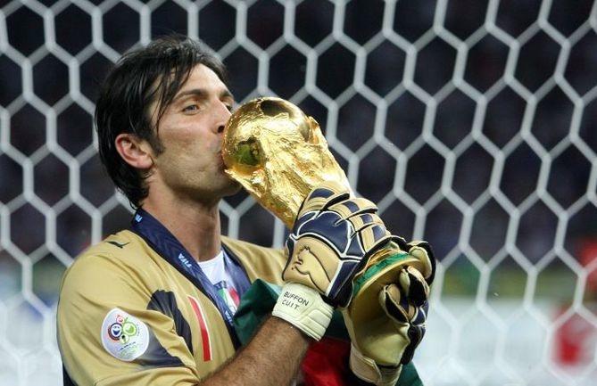 9 июля 2006 года. Джанлуиджи Буффон выиграл в составе сборной Италии чемпионат мира. Фото AFP