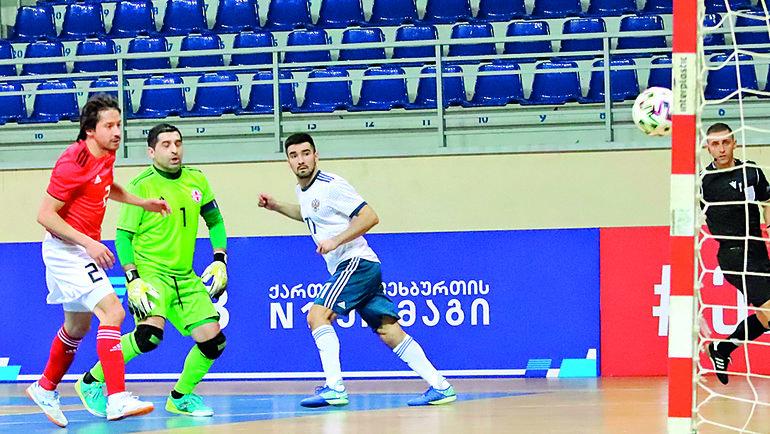 Вторник. Тбилиси. Грузия— Россия— 0:4. 32-я минута. Артем Ниязов (справа) забивает третий гол. Фото АМФР