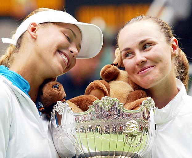 2002 год. Анна Курникова иМартина Хингис. Фото AFP