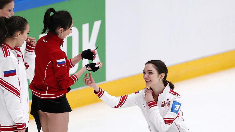 5февраля. Москва. Евгения Медведева наколенях перед Елизаветой Туктамышевой.