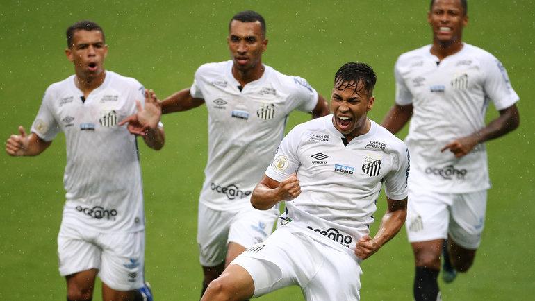 3февраля. Порту-Алегри. «Гремиу»— «Сантос»— 3:3. 6-я минута. Нападающий гостей Кайю Жоржи празднует первый гол. Фото Reuters