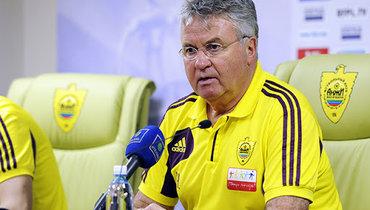 Ткаченко рассказал, как Хиддинк в «Анжи» ненашел общего языка сэкс-помощником Фергюсона иушел после 2-го тура
