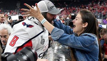 Жена Овечкина рассказала, кому молился муж вовремя решающего матча заКубок Стэнли