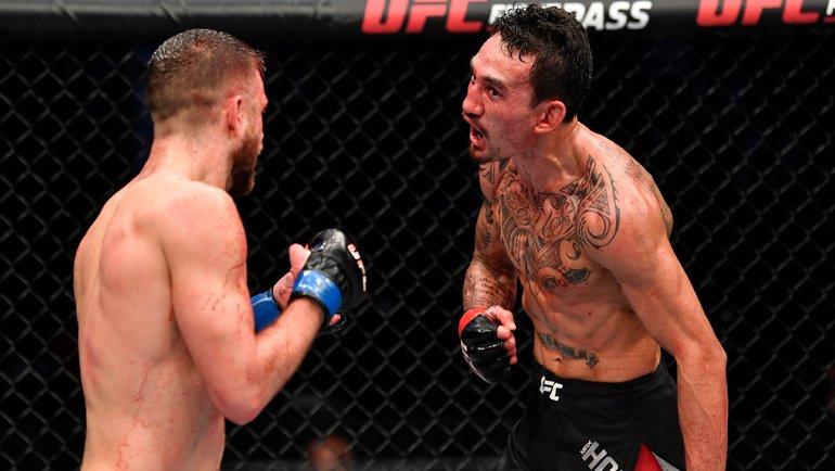 Кори Сандхаген (США) победил Фрэнки Эдгара (США). Фото UFC