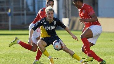 7февраля. Ним. «Ним»— «Монако»— 3:4. Полузащитник гостей Александр Головин сделал первый хет-трик вкарьере.