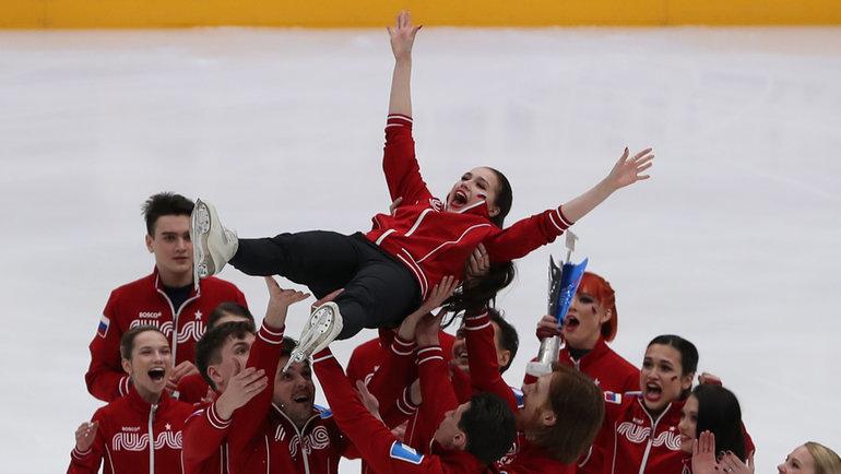 7февраля. Москва. Команда Алина Загитовой празднует победу втурнире.