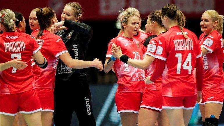 Игроки женской сборной России по гандболу. Фото  rushandball.ru