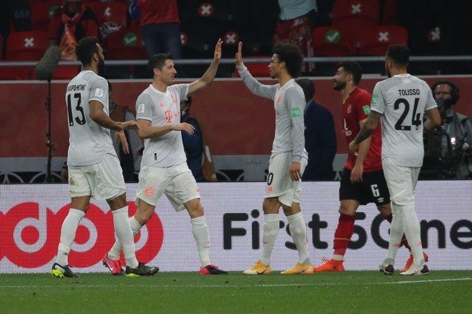 «Аль-Ахли»— «Бавария»— 0:2. Роберт Левандовски (второй слева) празднует второй гол. Фото ФК «Бавария»