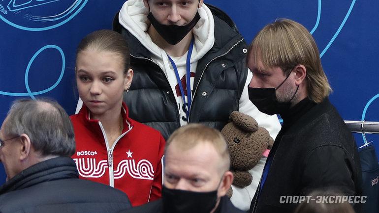Александра Трусова иЕвгений Плющенко (справа). Фото Александр Федоров, «СЭ» / Canon EOS-1D X Mark II