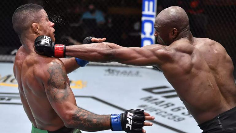 Камару Усман победил Гилберта Бернса изащитил титул чемпиона UFC. Фото Twitter