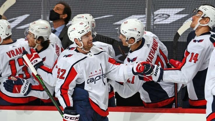 14февраля. «Питтсбург»— «Вашингтон»— 6:3. Кузнецов отмечает заброшенную шайбу. Фото nhl.com