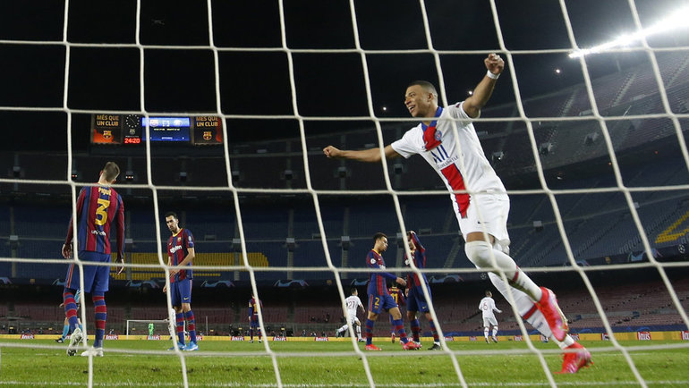 16февраля. Барселона. «Барселона»— «ПСЖ»— 1:4. Кильян Мбаппе оформил хет-трик вворота каталонского клуба. Фото Reuters
