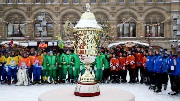 НаКрасной площади вдесятый раз разыграли Кубок Патриарха порусскому хоккею