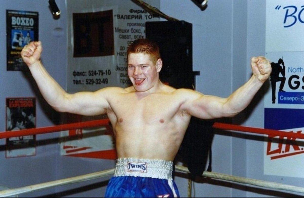«Уличный колхоз непобедим». Дацик в18 лет пришел наарену, сразу выскочил набой ивырубил будущего чемпиона UFC