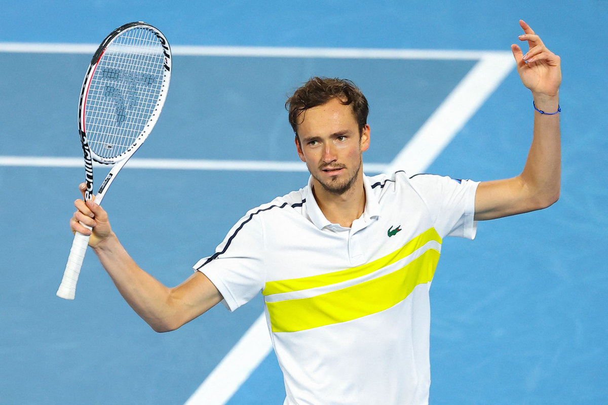 Медведев ругался иломал ракетки, Джокович сломал Даниила. Россиянин проиграл финал Australian Open