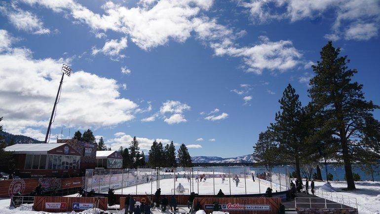 Каток НХЛ наозере Тахо. Фото USA Today Sports