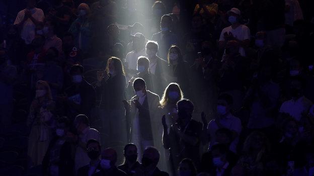 Когда трибуны вновь стали открыты для зрителей, будтобы сам Бог спустился посмотреть отменный теннис. Фото AFP