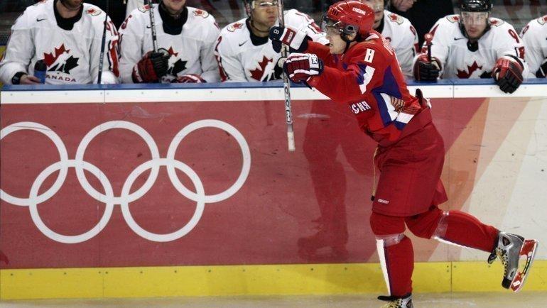 22февраля 2006 года. Турин. Россия— Канада— 2:0. Александр Овечкин празднует шайбу вворота Мартина Бродера. Фото Reuters