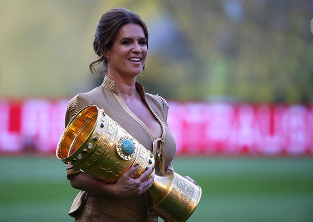Катарина Витт на финале Кубка Германии. Фото Reuters