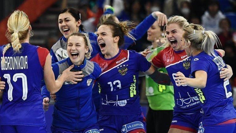 Женской сборной России погандболу еще только предстоит завоевать свое право напоездку вТокио. Фото AFP