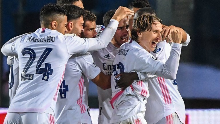 24февраля. Бергамо. «Аталанта»— «Реал» (Мадрид)— 0:1. Радость мадридского клуба.