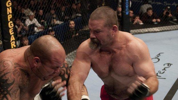 Дэвид «Танк» Эбботт (справа). Фото UFC