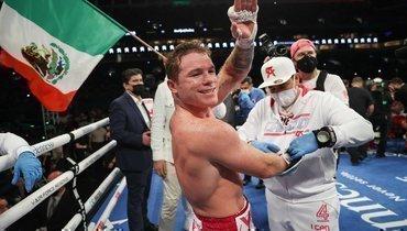 Сауль Альварес победил турка Йылдырыма изащитил титулы WBA иWBC