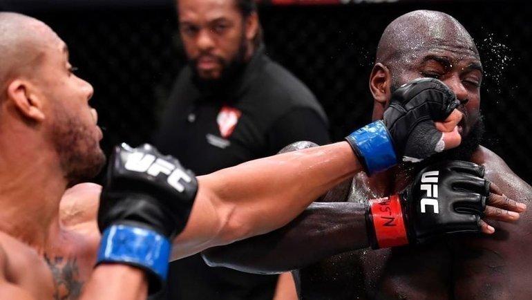 Сирил Ган единогласным решением судей одержал победу над Жаирзиньо Розенструйком. Фото UFC
