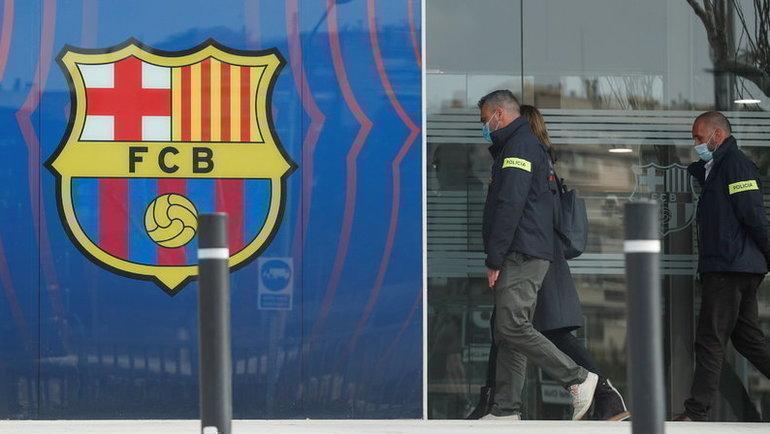 1марта. Барселона. Полицейские уофиса «Барселоны». Фото Reuters