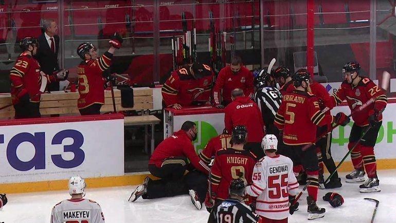 Арбитр Юрий Иванов потерял сознание вовремя матча.