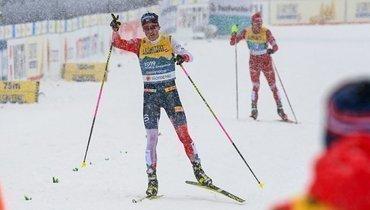 5марта. Оберстдорф. Йоханнес Клебо финиширует первым, Александр Большунов— чуть позади.