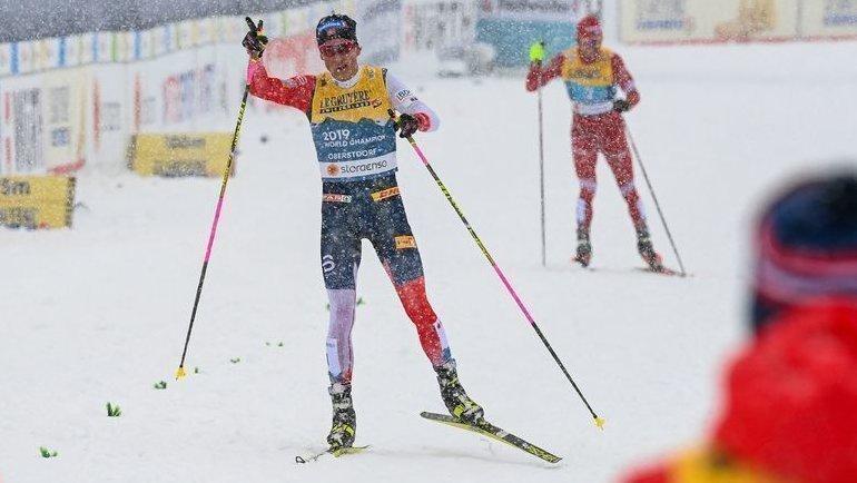 5марта. Оберстдорф. Йоханнес Клебо финиширует первым, Александр Большунов— чуть позади. Фото AFP