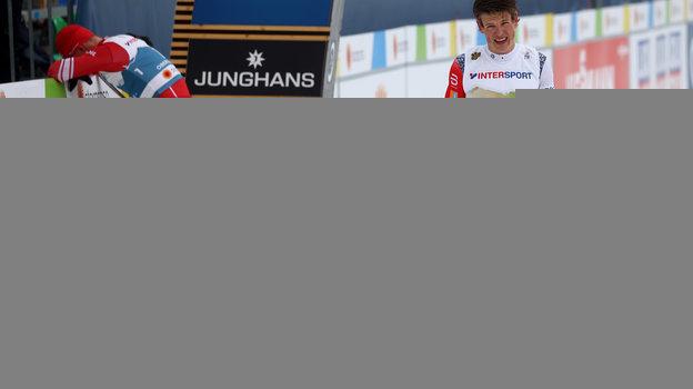 Александр Большунов и Йохеннас Клебо на финише. Фото Reuters