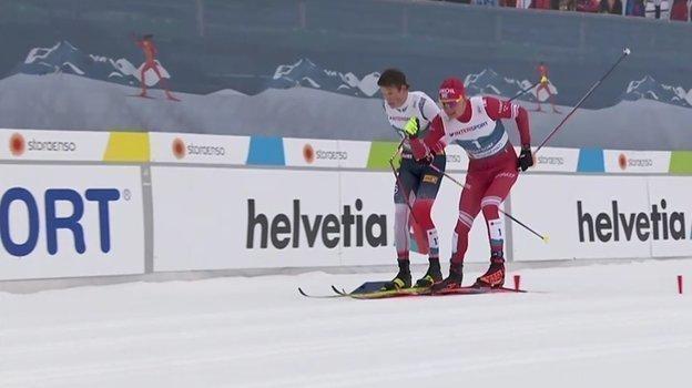 Александр Большунов и Йохеннас Клебо на финише.