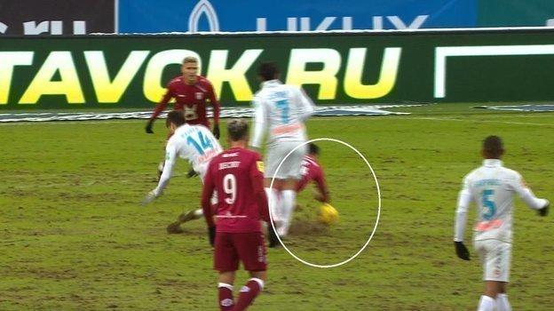 Два пенальти, две руки идвойка заработу. Как судил вКазани Карасев?